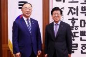 박병석 의장, 홍남기 부총리 겸기획재정부 장관 예방 받아 002.jpg